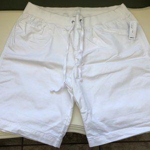 Old Navy white bermuda shorts L
